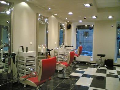 парикмахерское оборудование в интерьере салона